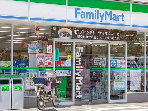 depositphotos_72378103-stock-photo-familymart-market-with-sign